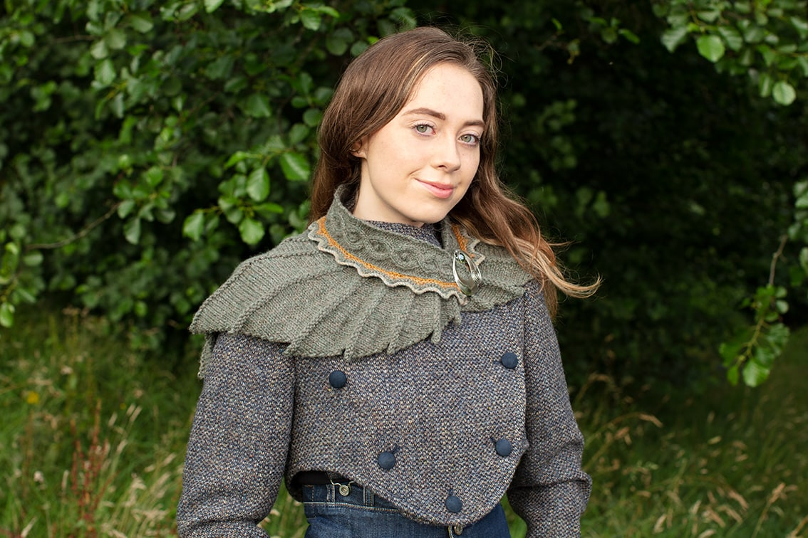 Eagle wrap in small length from the book Glamourie by Alice Starmore